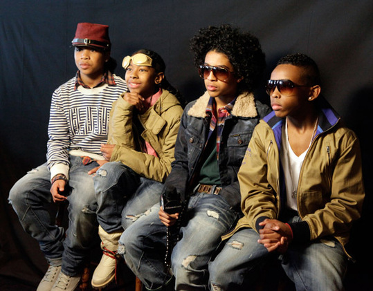 hook up mindless behavior lyrics My girl by mindless behavior chords:c,am,f,g play through the whole song when i say hey, then you say what's up say, my girl , my girl she loves me she hit me all the time my phone be ringing off the hook like [ from: ] that's how.