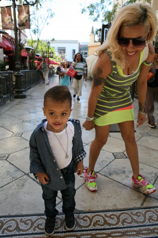 spotted keyshia cole hanging out with family � thatplumcom